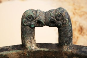 Detail of cauldron handle showing beak-to-beak griffins. Image: Leonid Yablonsky