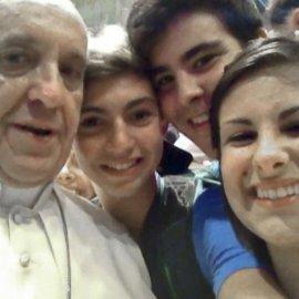 papal selfie 1